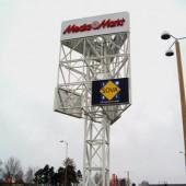 Hög pylon till skyltar