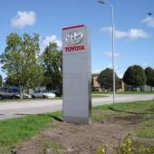 Skylt till Toyota